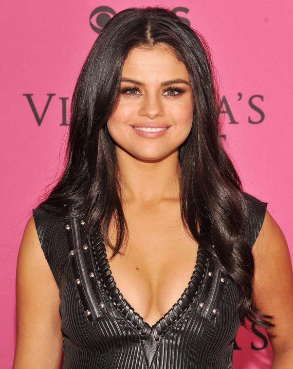 Selena Gomez Super Performance At VS Fashion Show