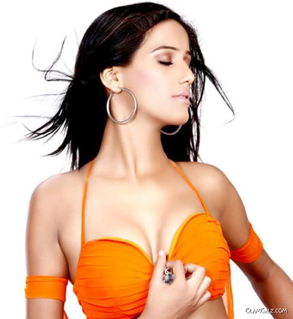 Poonam Pandey's Awesome Moments on Twitter