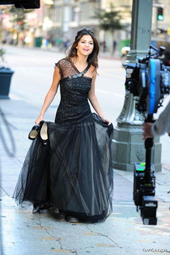 Lovely Selena Gomez On The Sets