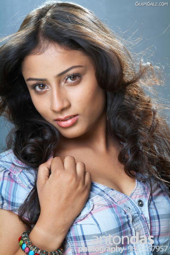Tamil Actress Hasini New Photoshoot