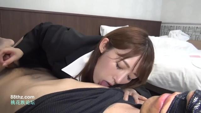 パンプスを履いてベッドに横たわる姿は抜きやすい