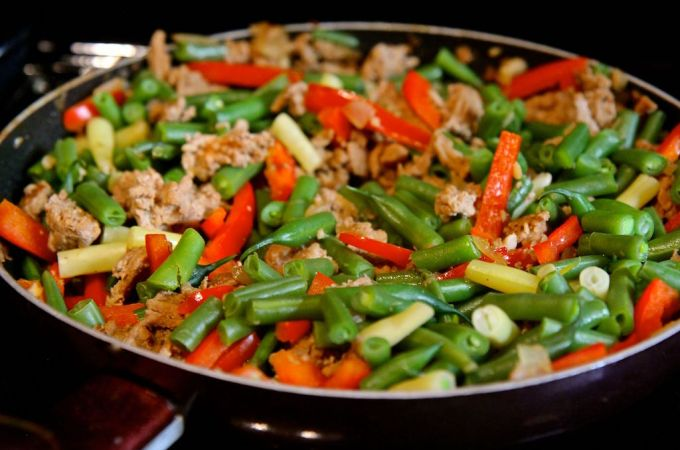 Szechuan Green Bean and Minced Turkey Stirfry - this healthier spin on Chinese takeout is gluten-free, low carb, paleo and dairy free! Recipe by Christy Brissette, media dietitian, 80 Twenty Nutrition