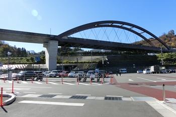 道の駅つる・駐車場
