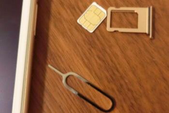iPhone8・SIM入れ替え