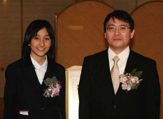 「伊奈川愛菓さん女流棋士誕生記念将棋大会」での所司和晴七段と伊奈川愛菓女流