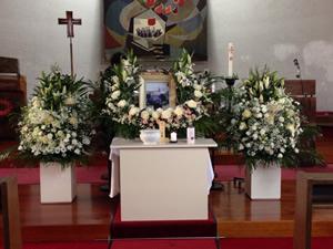 谷山教会の葬儀の祭壇