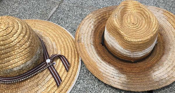 カビが生えてしまった麦藁帽子