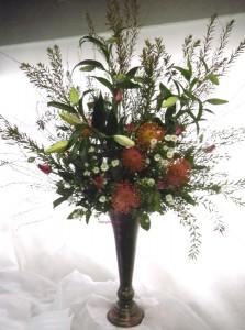 紅葉雪柳とピンクッションのアレンジ