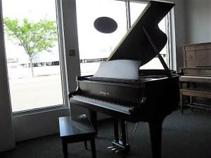 Hallet, Davis & Co. model H-152 grand piano