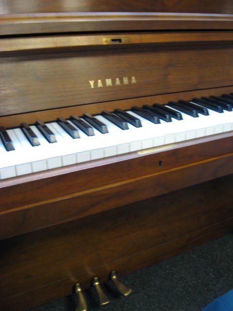 yamaha model p22 school piano in a walnut satin finish. Black Bedroom Furniture Sets. Home Design Ideas