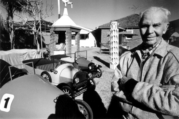 Giuseppe Bianchi outside his home. (Photo courtesy of the estate of the artist.)