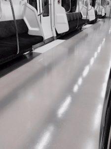 池袋JK制服キャバクラはちみつくろーばー さなみ 電車