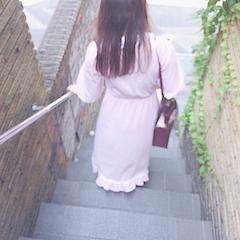 池袋キャバクラはちみつくろーばー みしぇる 階段を下りる