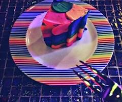 池袋JK制服キャバクラ【はちみつくろーばー】みち イチゴケーキ