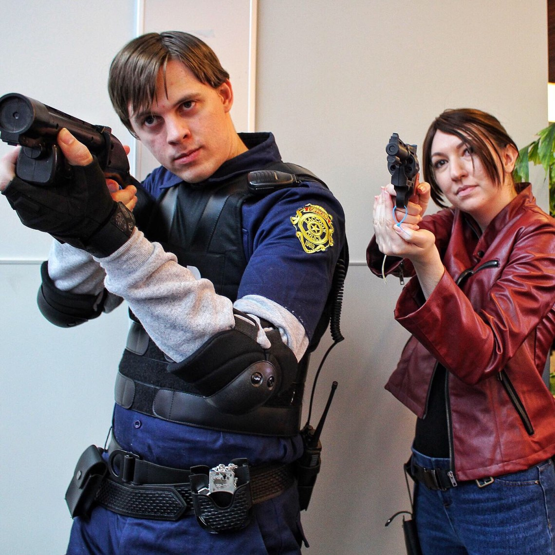 Resident Evil 2 Leon S. Kennedy Claire Redfield cosplayers 8Bit/Digi