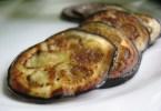 Баклажаны печеные с орехами