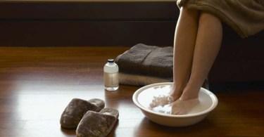 Гидротерапия: горячая ножная ванна