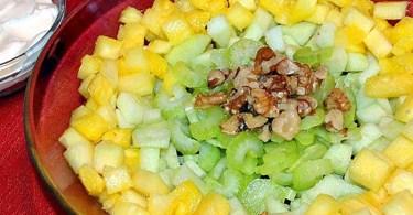 Салат «Здоровье» с ананасом