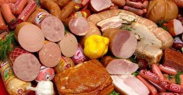 Онкологи запретили увлекаться мясными деликатесами