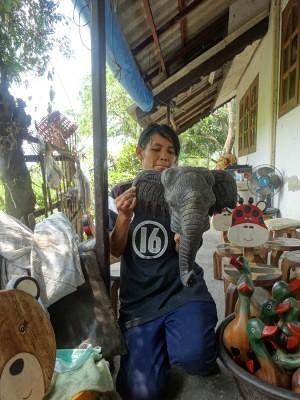 Daeng Sister in Law - Hang Dong Handicrafts - Chiang Mai Thailand