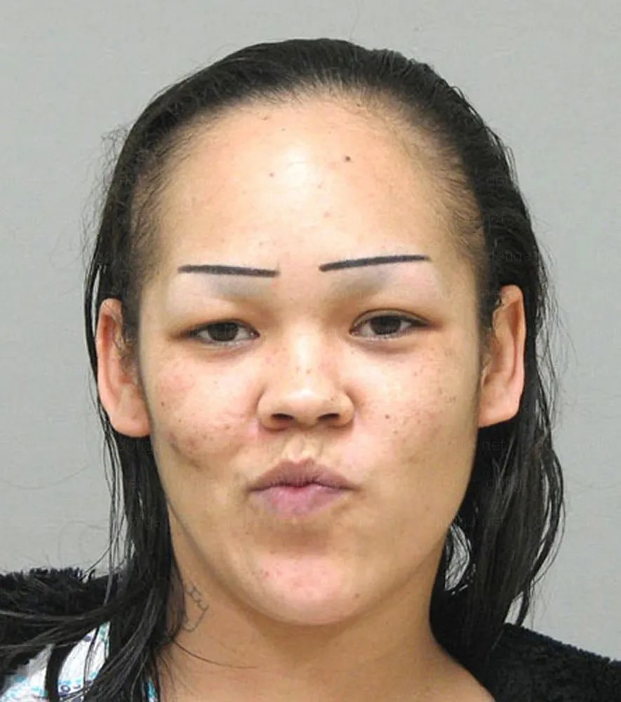 8-Signs-Your-Eyebrow-Game-is-Way-Too-Strong_p7