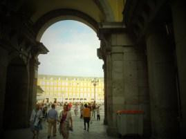 マヨール広場へのゲートの1つ