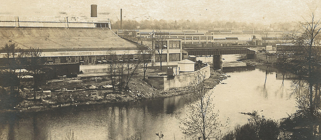 A view of factories clustered along the Flint River during the 1920s.