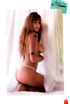 Amanda Rosa muestra su trasero y tetas alive