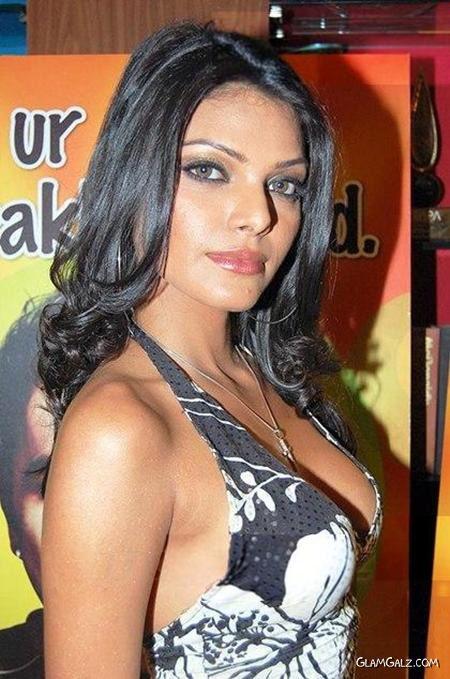Sherlyn Chopra at Bindass Live