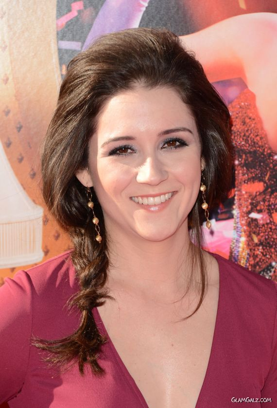 Shannon Woodward At A Premiere