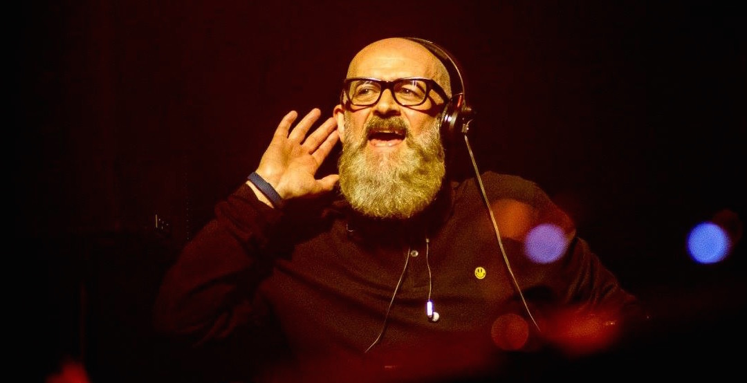 Crank up the bass.. it's the Long Live House Radio Show with Graeme Park!