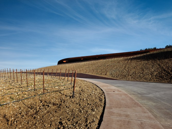 ARCHEA_CANTINA_ANTINORI_006_PS-Antinori-Winery-Archea-Associati-©-Pietro-Savorelli.jpg?fit=668%2C500