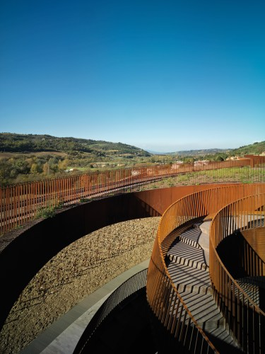 ARCHEA_CANTINA_ANTINORI_010_PS-Antinori-Winery-Archea-Associati-©-Pietro-Savorelli.jpg?fit=375%2C500