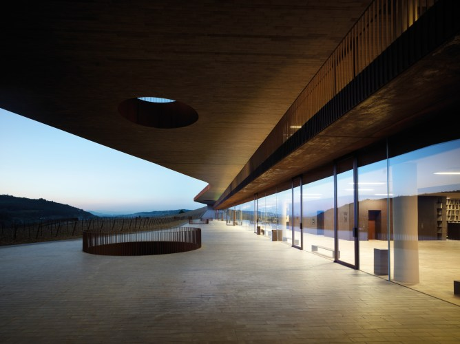 ARCHEA_CANTINA_ANTINORI_040_PS-Antinori-Winery-Archea-Associati-©-Pietro-Savorelli.jpg?fit=668%2C500