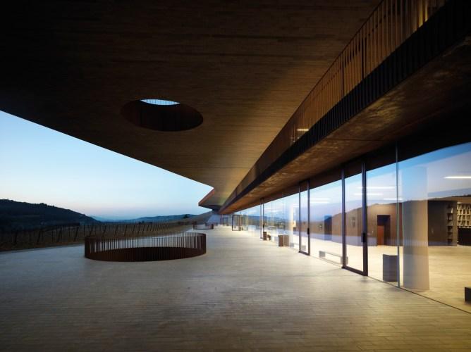 ARCHEA_CANTINA_ANTINORI_040_PS-Antinori-Winery-Archea-Associati-©-Pietro-Savorelli.jpg?fit=668%2C500