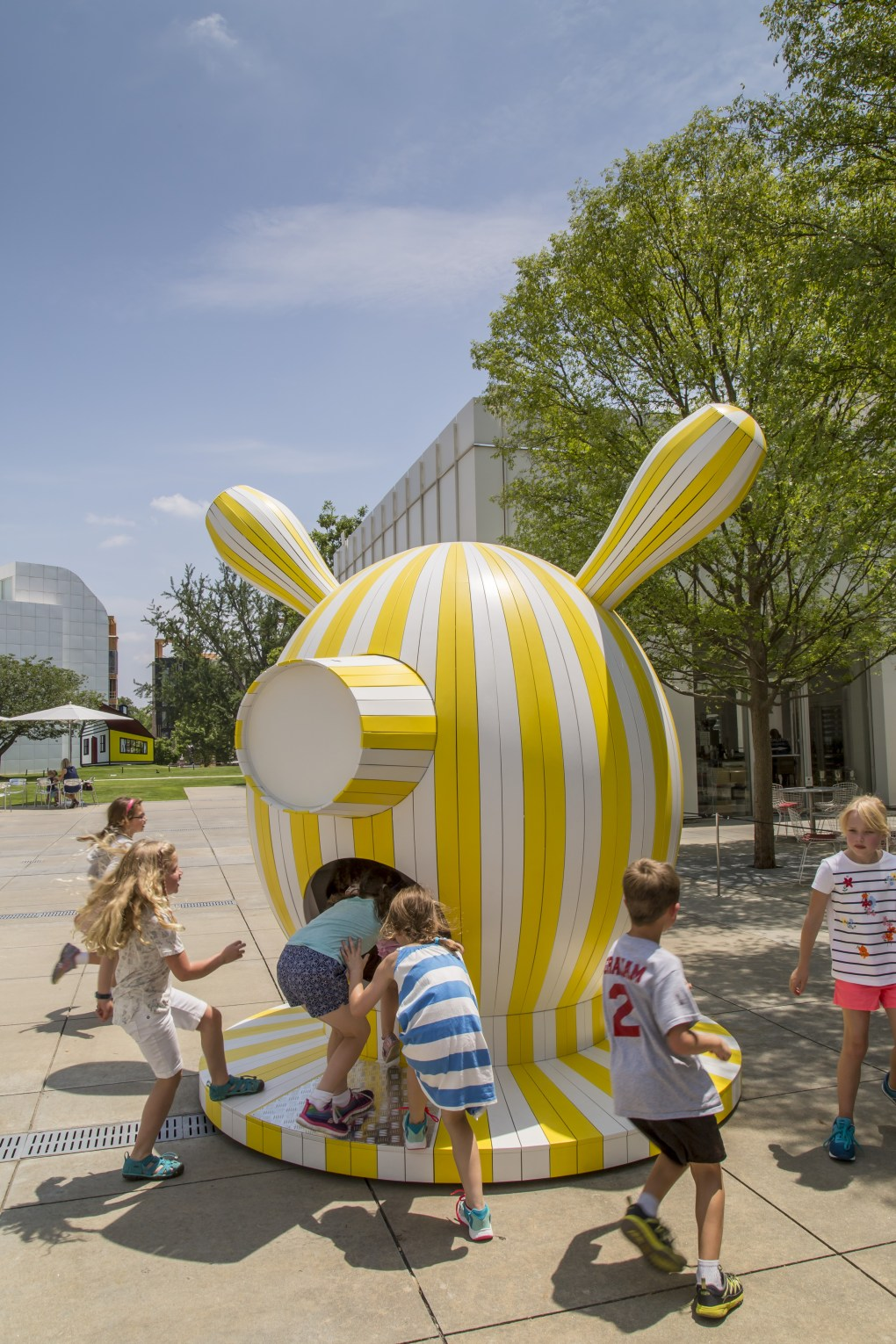 """Tiovivo: Whimsical Sculptures by Jaime Hayon"" en la Piazza Carroll Slater Sifly del High Museum of Art en Atlanta. Foto: Jonathan Hillyer."