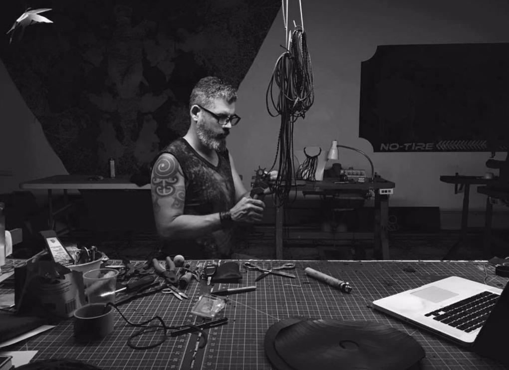 Jesús Manuel Gómez, artista, diseñador y creador de NO TIRE reusa. Foto: Raquel Pérez Puig