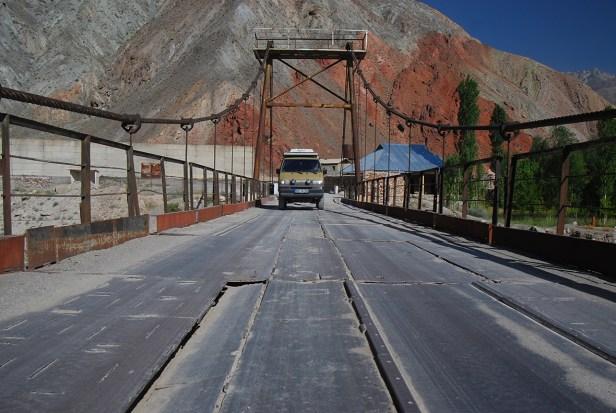 Die Brücke zum Iskander Kul