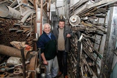 José y Sasha en la metalúrgica Tadem. Foto: Adri Godis