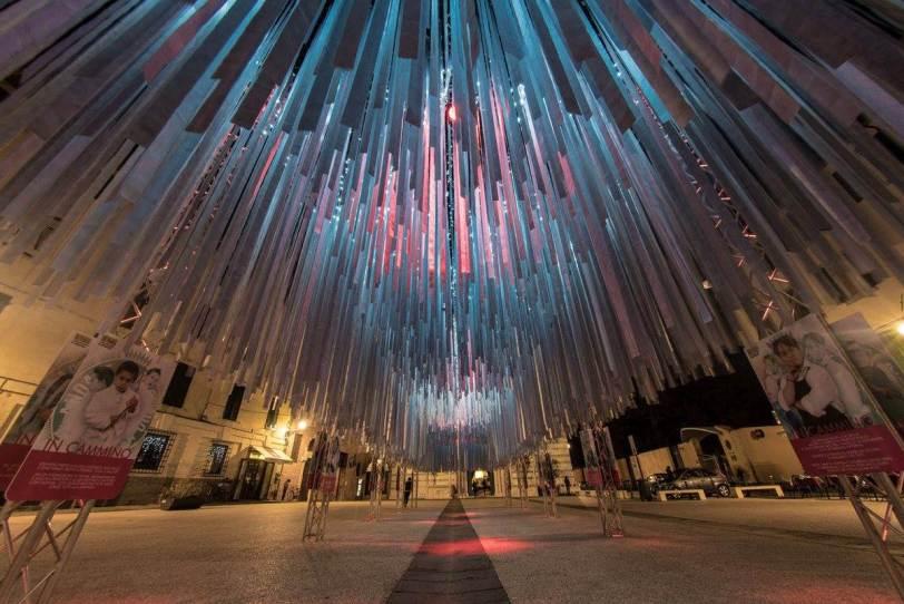 Instalación In cammino de Domenico Raimondi. Foto: Donato Bellomo