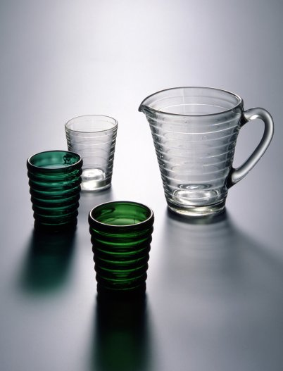 Design by Aino Aalto. Böljeblick formed glass, 1932. Foto: Rauno Träskelin