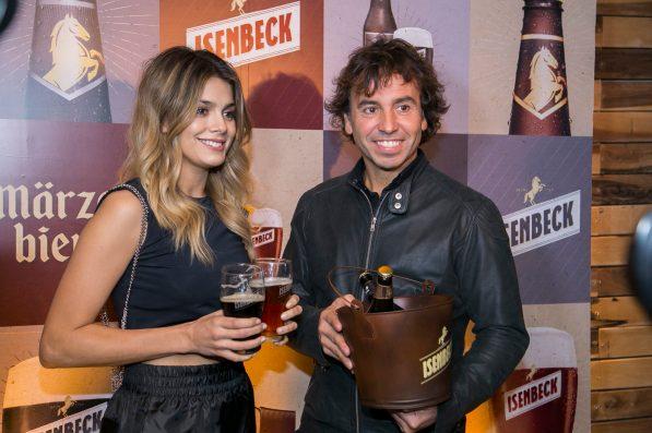 Natalie Pérez y Gonzalito Rodríguez en el lanzamiento de Isenbeck Variedades