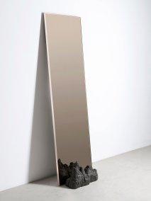 Fuoco. Wall Mirror de Roberto Sironi. Foto: Federico Villa