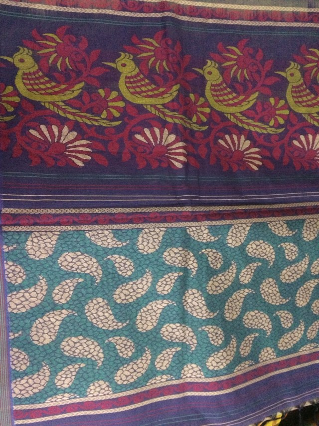 Can you take your eyes off this ? This is the Pallu ... you will be forgiven if you think this is painted/printed. Stunning artistry.