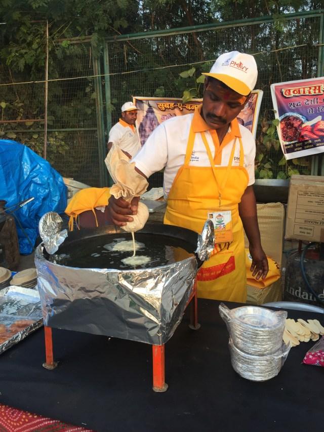 The Varanasi jalebi being made ... Yummmm