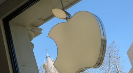 Apple JEDNAK bije się w piersi i Cię/əˈpɒləˌʤaɪz/. A ja jestem zdecydowanie na NIE!