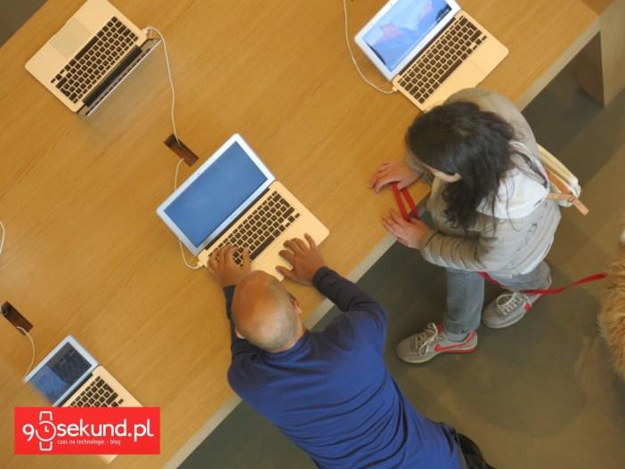 Wnętrze sklepu Apple w Barcelonie - 90sekund.pl