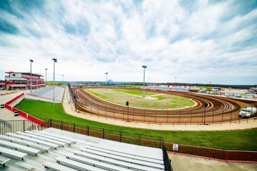 LUCAS OIL SPEEDWAY RACE TRACK PICTURE