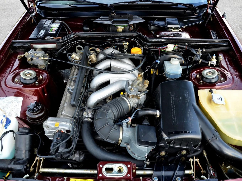 PORSCHE-944-engine bay