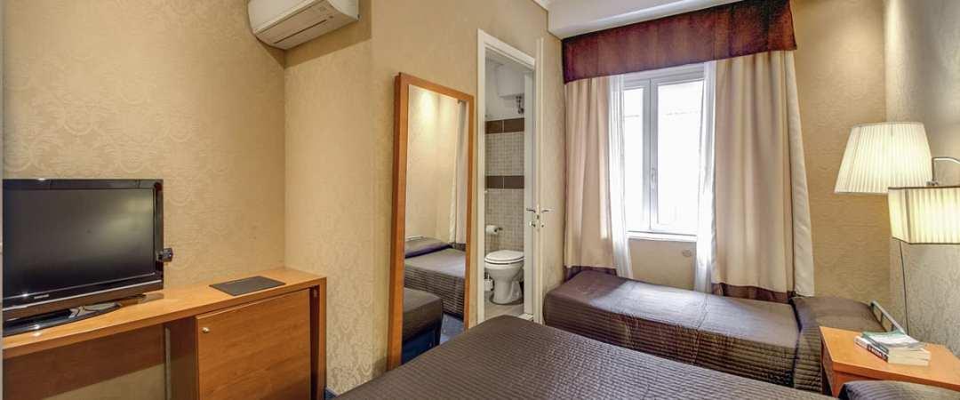 939 Hotel Triple Room